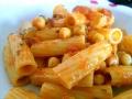 rigatoni-ceci-crema-peperoni-piatto