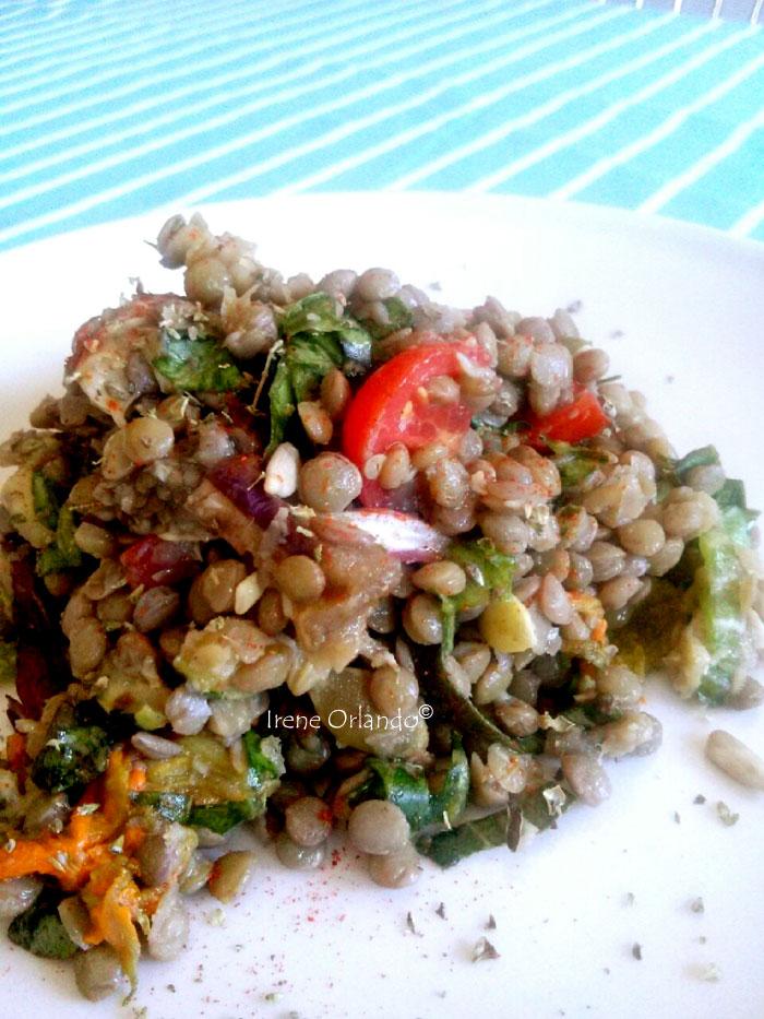 Insalata di lenticchie con verdure dell'orto