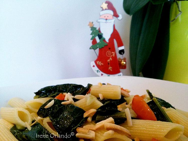 pasta-cavolo-nero-pomodorini-cipollotto-primo-piano