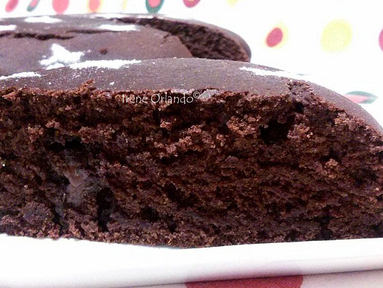 Immagine della Torta Pan di Stelle Vegan che mostra l'interno fetta