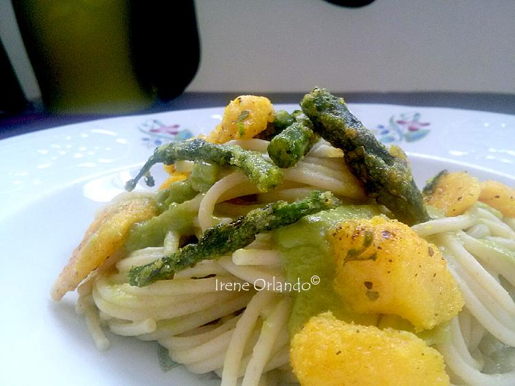 Piatto di Spaghetti Asparagi e Nespole
