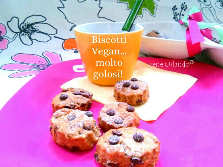 Ricetta dei Biscotti Vegan con Gocce di Cioccolato - Con tazza di bevanda vegetale