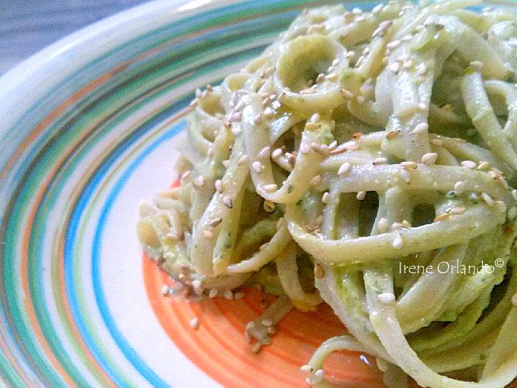 Ricetta delle Linguine di Timilia con Avocado, Capperi di Pantelleria e Semi di Zucca - piatto